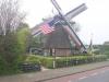 De Amerikaanse vlag voor de molen